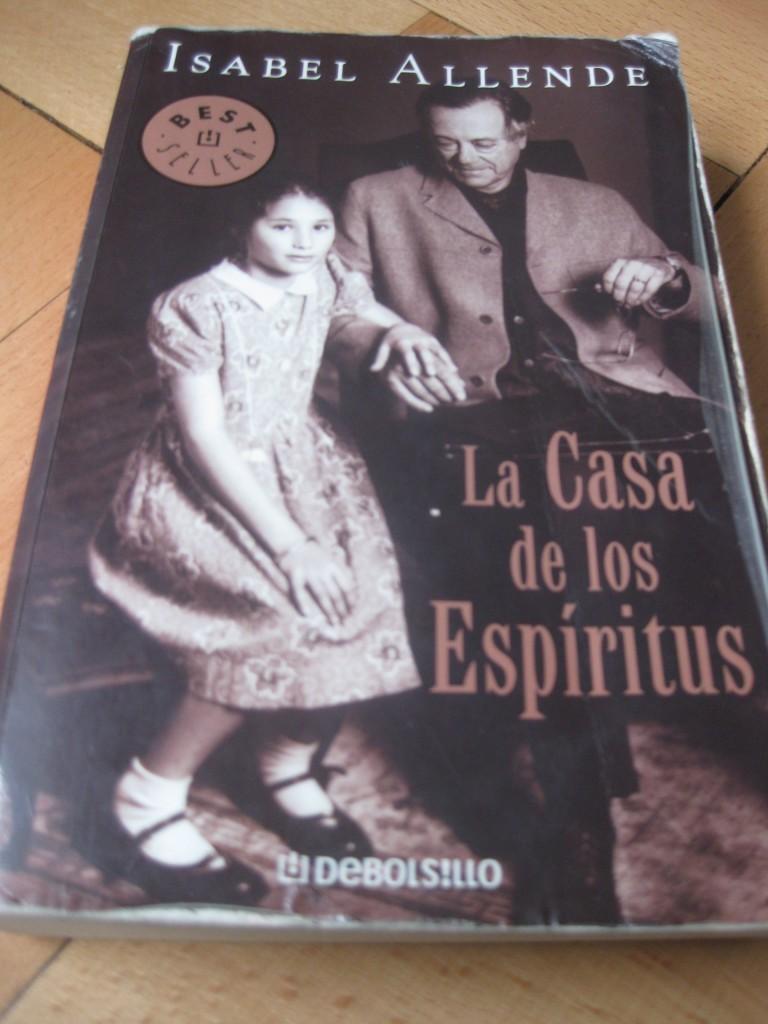 Eines der bekanntesten Bücher aus der südamerikanischen Literatur: La Casa de los Espíritus (Das Geisterhaus). Wurde auch verfilmt
