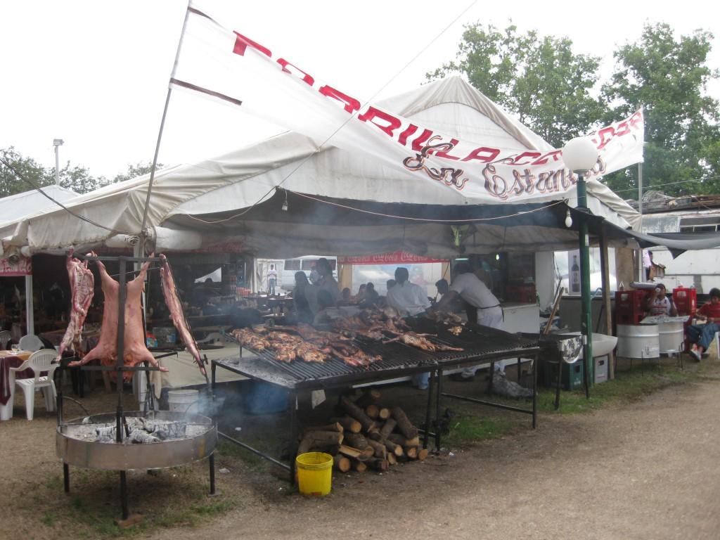 Argentinien ist Fleischland. Auf einem Volksfest in der Nähe von Córdoba