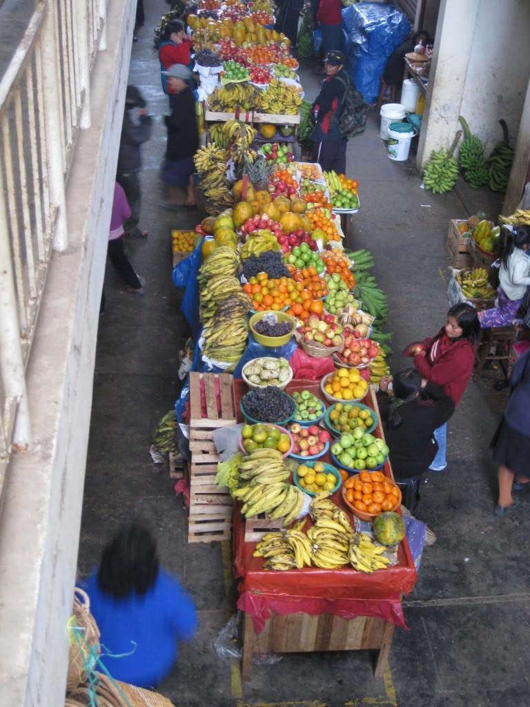 Was das Herz begehrt. Da findet jeder eine leckere Frucht. Auf einem Markt in den peruanischen Anden